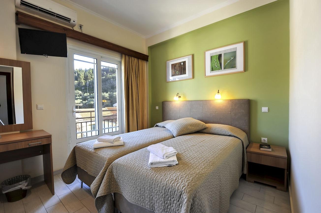 http://hotelilios.com/wp-content/uploads/DSC_0095helios-hotel-paxoi.jpg