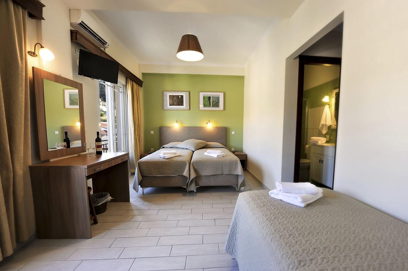 http://hotelilios.com/wp-content/uploads/DSC_0096helios-hotel-paxoi.jpg
