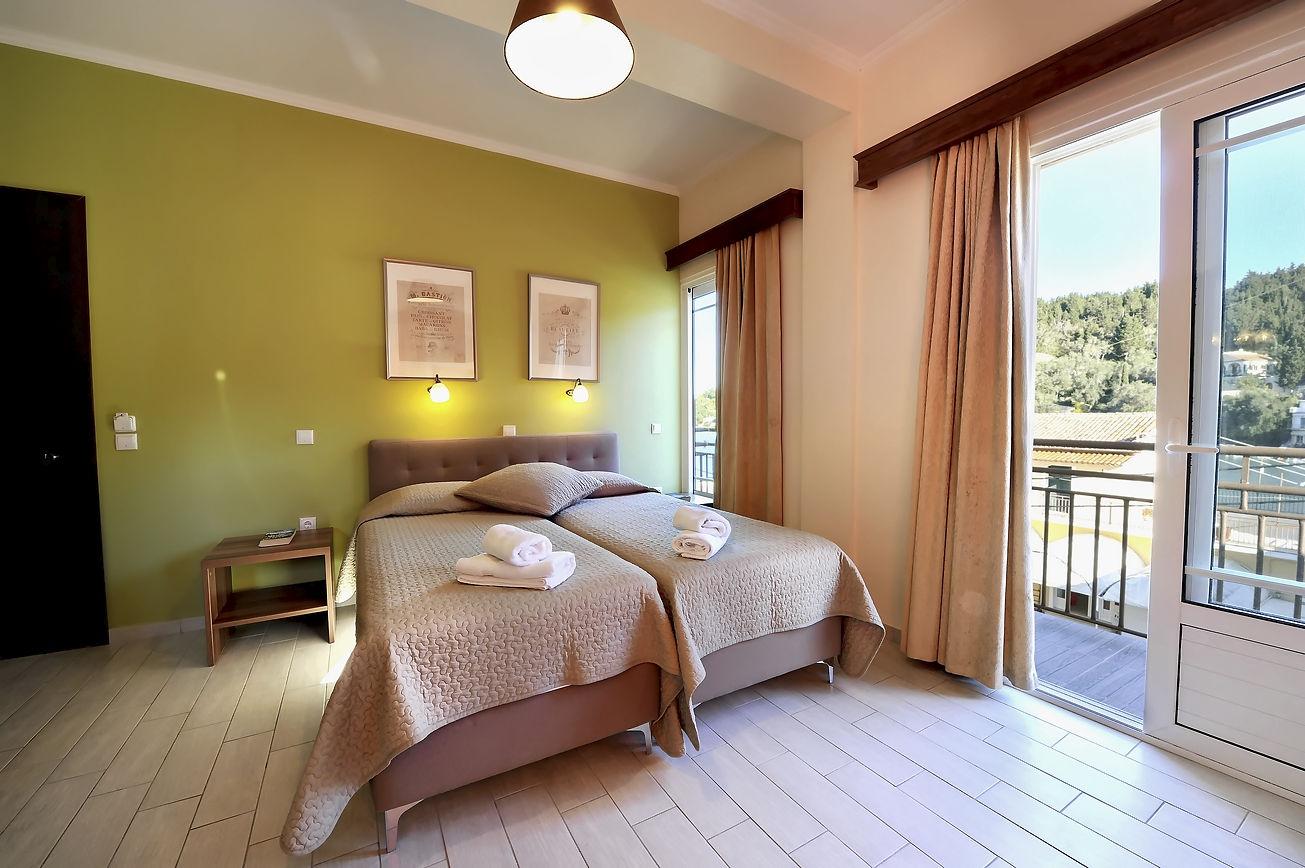 http://hotelilios.com/wp-content/uploads/DSC_0112helios-hotel-paxoi.jpg