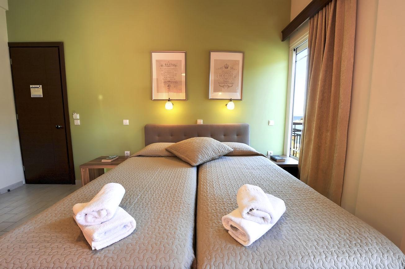 http://hotelilios.com/wp-content/uploads/DSC_0117helios-hotel-paxoi.jpg