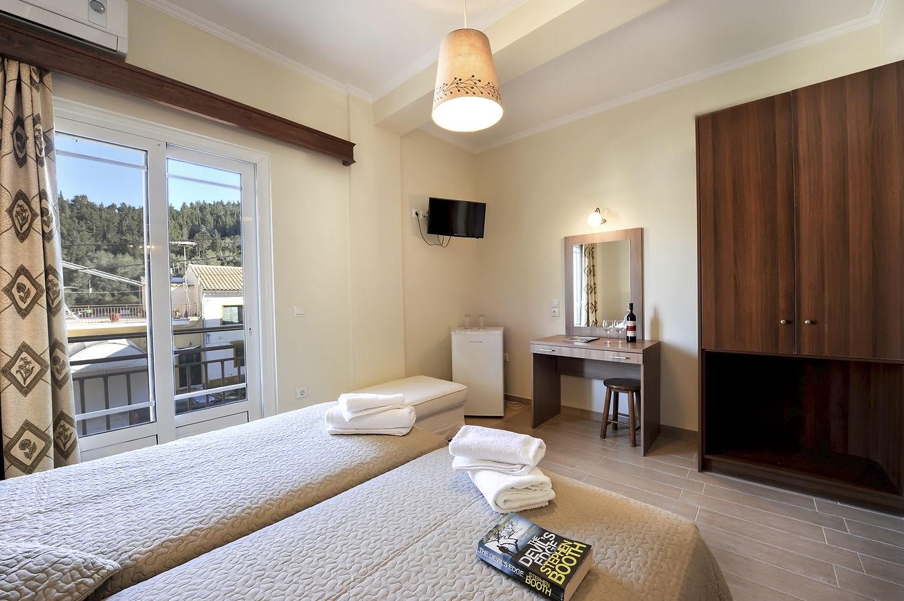 http://hotelilios.com/wp-content/uploads/DSC_0183helios-hotel-paxoi.jpg
