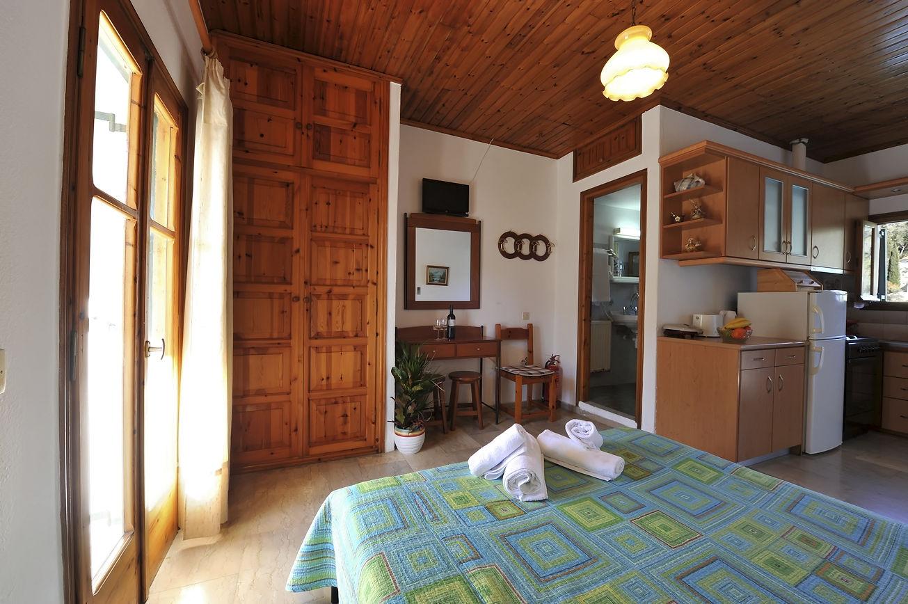 http://hotelilios.com/wp-content/uploads/DSC_0614helios-hotel-paxoi-1.jpg