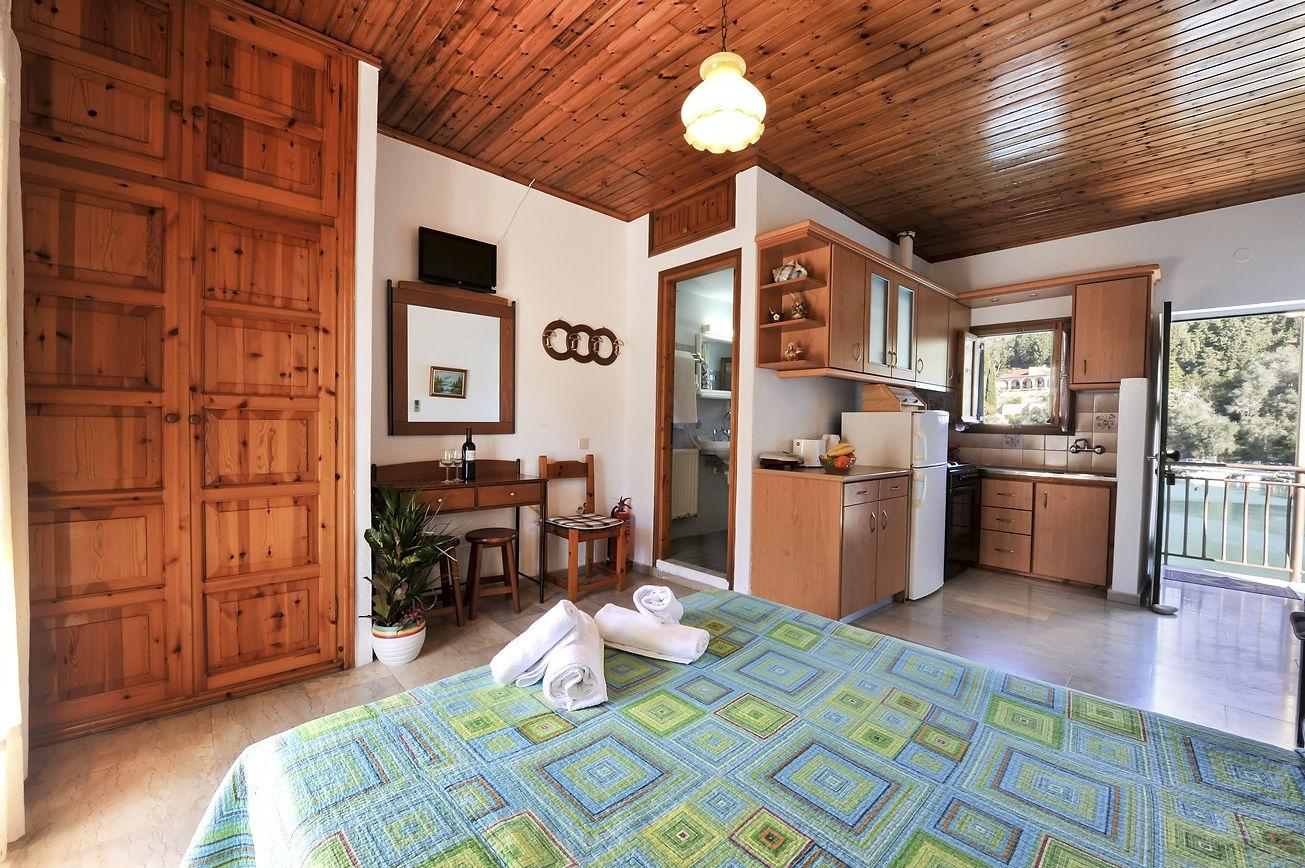 http://hotelilios.com/wp-content/uploads/DSC_0615helios-hotel-paxoi-1.jpg