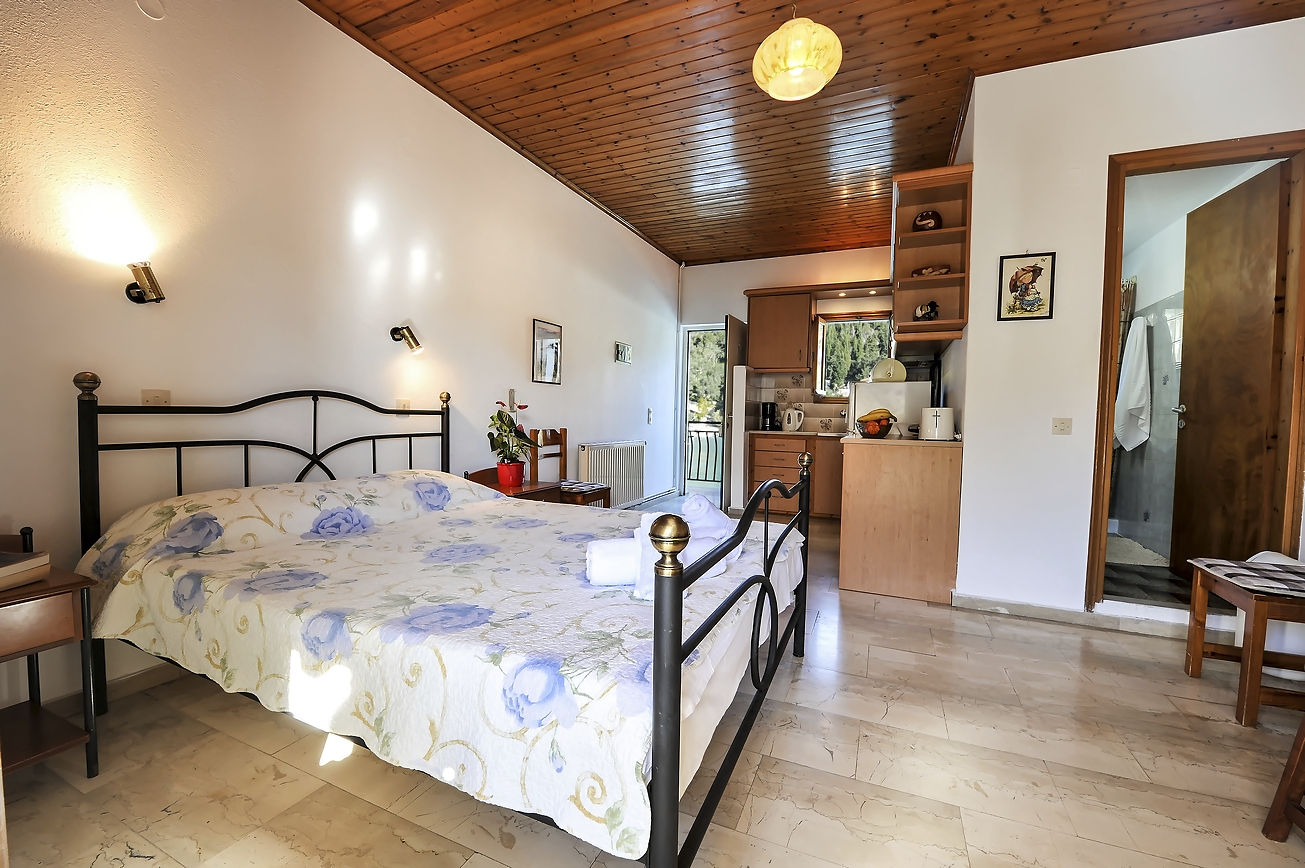 http://hotelilios.com/wp-content/uploads/DSC_0638helios-hotel-paxoi-1.jpg