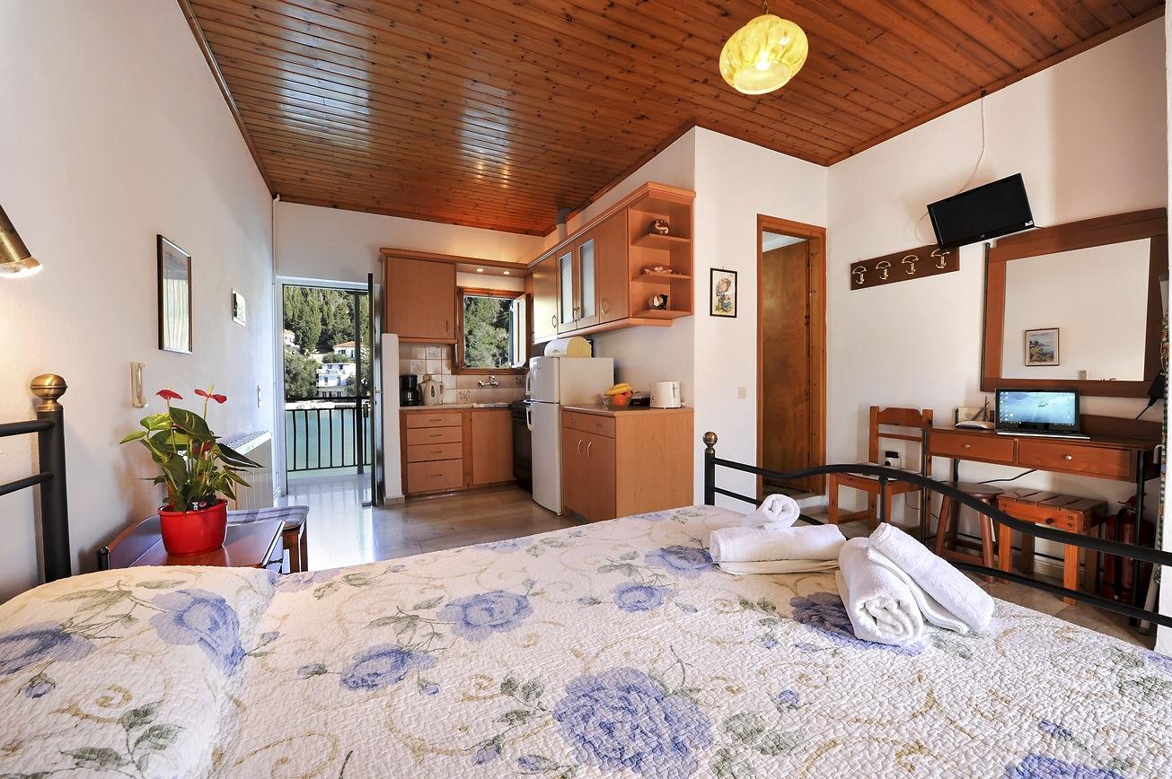 http://hotelilios.com/wp-content/uploads/DSC_0641helios-hotel-paxoi-1.jpg