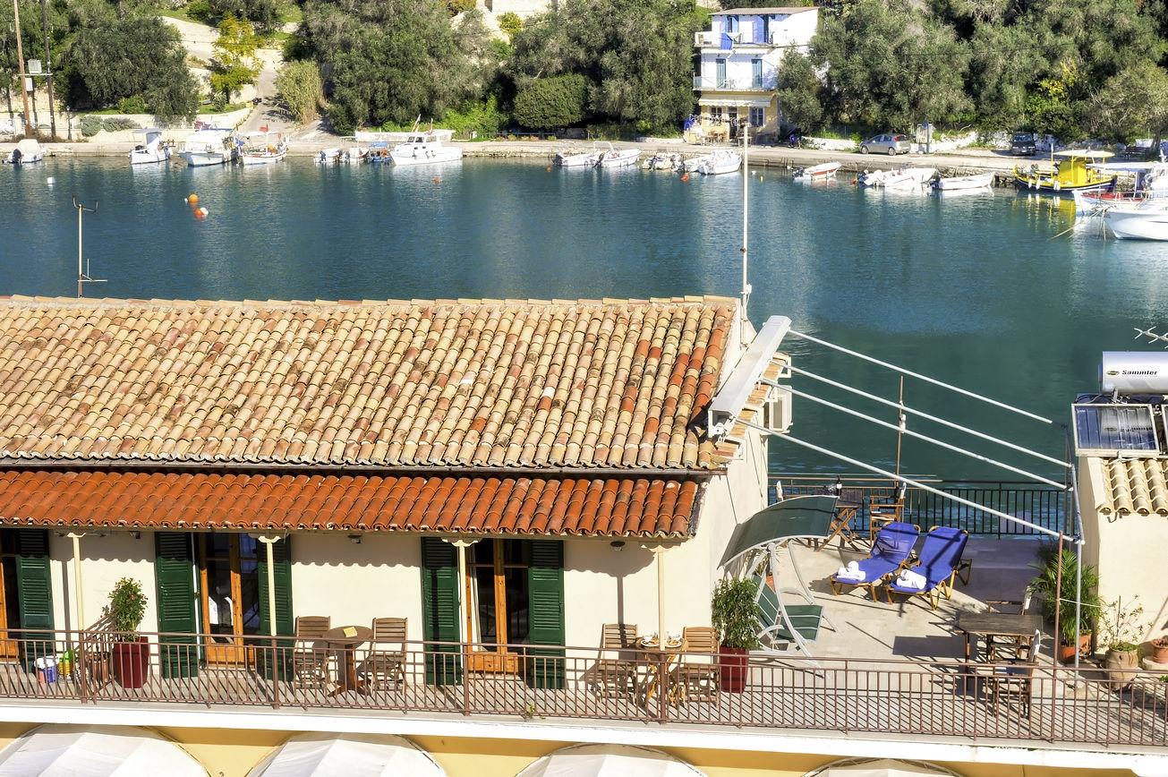 http://hotelilios.com/wp-content/uploads/DSC_0716_22_24_tonemappedhelios-hotel-paxoi-1.jpg